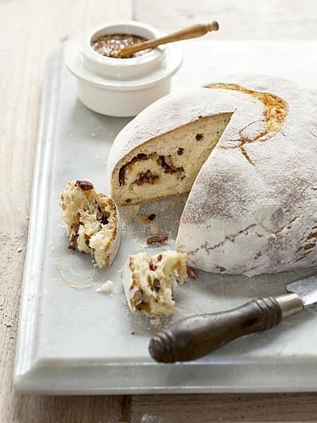 Stevige winterkost vinden we heerlijk! Denk aan dit aardappelbrood met zuurkool én spekjes. Laat de kou maar komen.