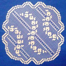 """Da revista """"Suplemento de Croché"""" nº 4, três naperons.  manela"""