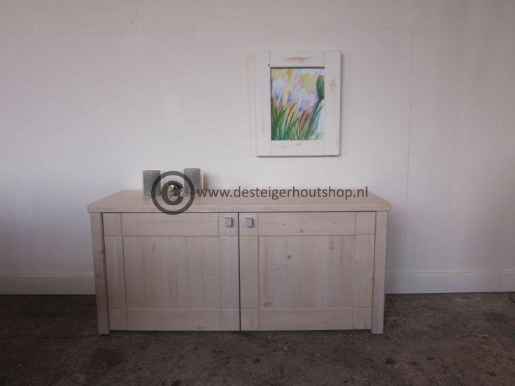 Voor dit TV meubel geen steigerhout gebruikt maar Vuren om een iets verfijnder uiterlijk te creëren.