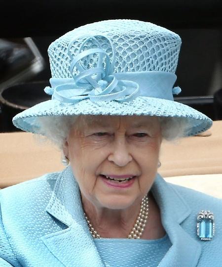 Queen Elizabeth Blue Hats Pinterest Queen Elizabeth