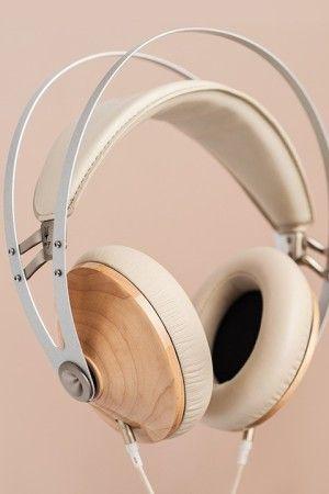 http://leemwonen.nl/ontspanning-beleving-i-audio-design-de-zomer-kan-niet-meer-stuk-met-deze-headphones/ #headphone #audi #design #meze #classic #leather #wood #maple #music #summer #wannahave #luxe #luxury #koptelefoon #muziek #zomer #duneblue #love