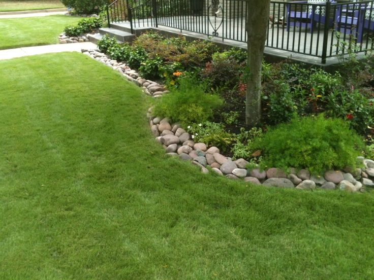 Flower bed edging ideas pictures small and green flower for Cheap and easy flower bed borders