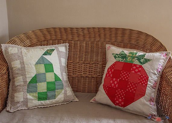 A decorative patchwork pillowcase. The patchwork blocks design a sweet and ripe strawberry. We can find the strawberry motif also on the frame and the back. Both the lace and linen are ivory-colored, creating a natural and delicate background for the central motif. You can give a summer touch with the lively and fun colors in your room or on your terrace. You could match this pillowcase with a very similar pear pattern which you can find in my store ( https://www.etsy.com/it&#x...