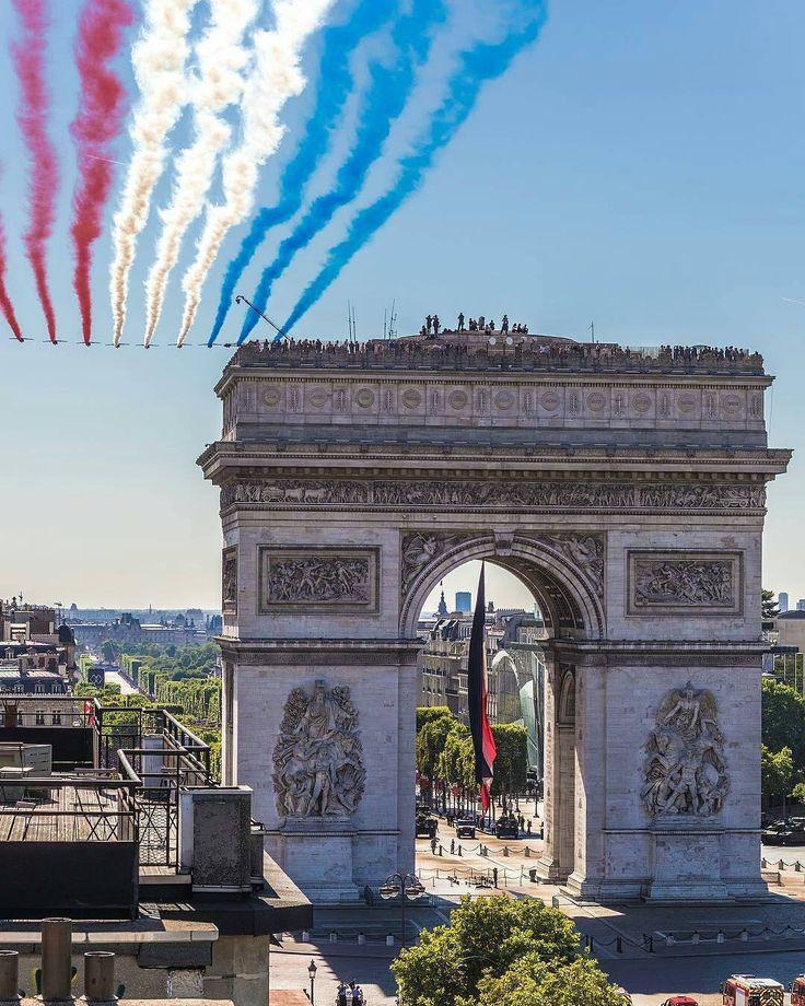 Hoy se cumplen 228 años de la toma de la Bastilla.  Fotografía cortesía de @parisbyflorian  #LaCuadraU #GaleriaLCU #Francia