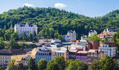"""Aus den etwa achtzig Quellen in Karlsbad und Umgebung sprudelt meist heißes Wasser. Daher auch der tschechische Name der Stadt Karlovy Vary. """"Vary"""" bedeutet auf Deutsch """"kochend"""" (Foto: iStock/letty17)"""