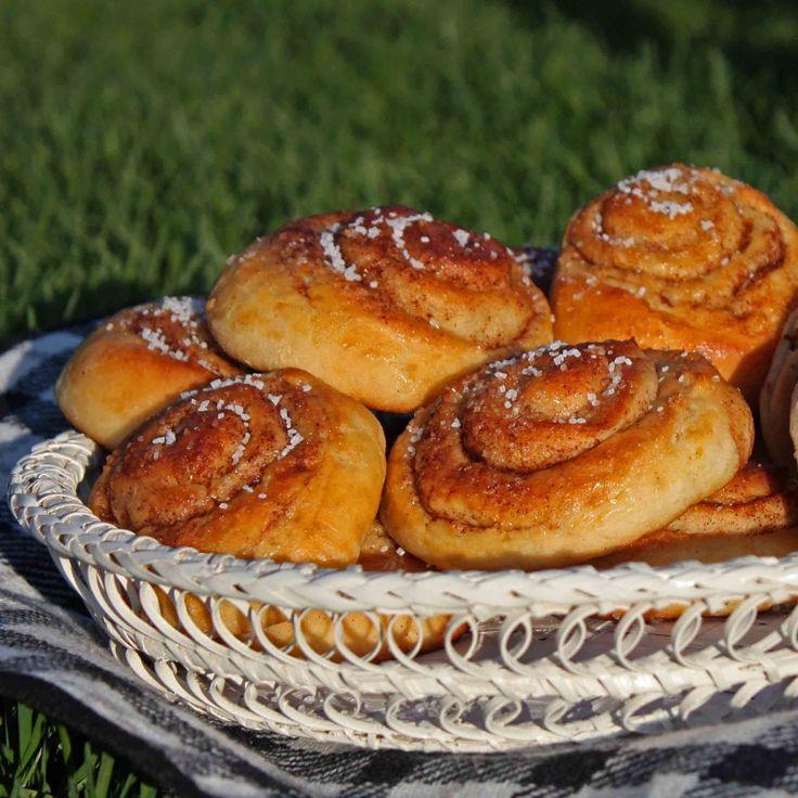 Bergenske skillingsboller er himmelske kanelsnurrer eller kanelboller du baker av hveteboller med kanel inni og sukker på toppen.