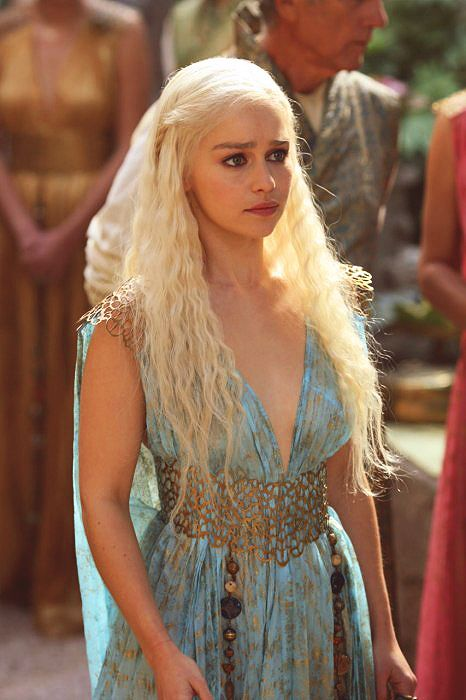 i want this dress so much. i love all of Daenerys Targaryen's costumes on game of thrones :)