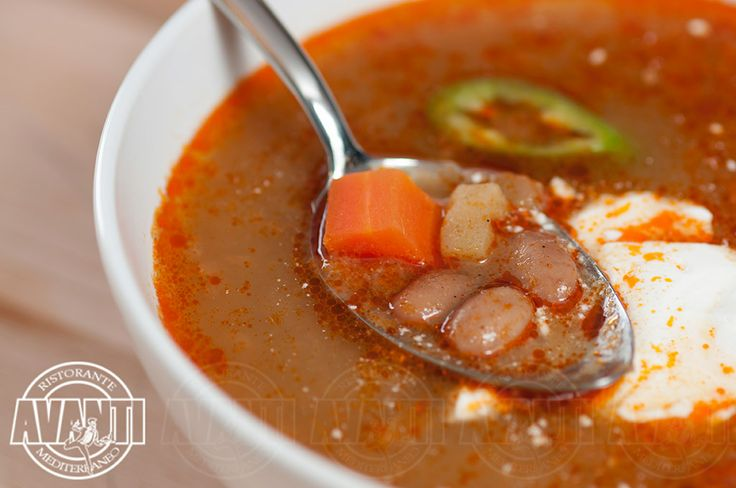 Bean soup with trotters and sour cream