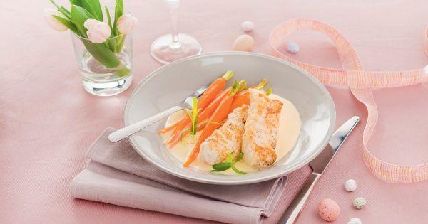 Queue de lotte rôtie, jeunes carottes fanes cuites en sauteuse, sauce mousseline à la vanille
