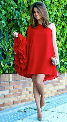 เดรสสีแดง Limoneta, รองเท้า Pilar Burgos, คล…