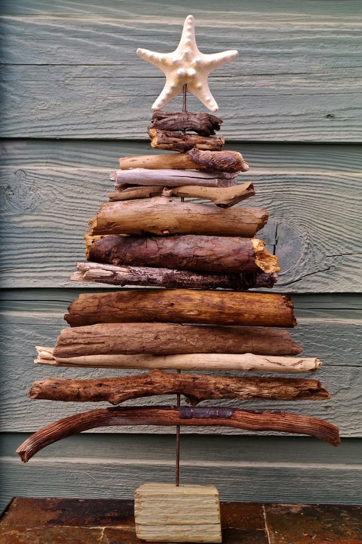 Weihnachtsbaum aus Holzresten
