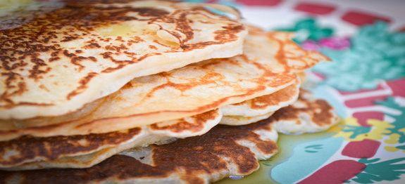 Een lekker koolhydraatarm hoofdgerecht, roomkaas pannenkoeken. Om de roomkaas pannenkoeken nog lekkerder te maken kan je er wat vers fruit bij serveren.
