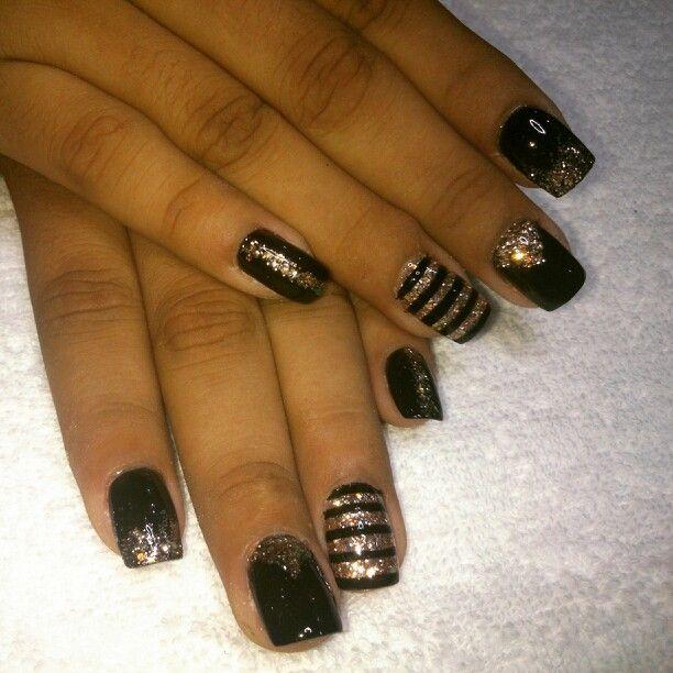 Uñas de acrílico Nails Uñas negro con dorado