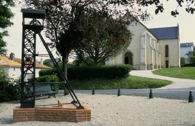 Faymoreau petite cite de caractere de vendee la chapelle et puits