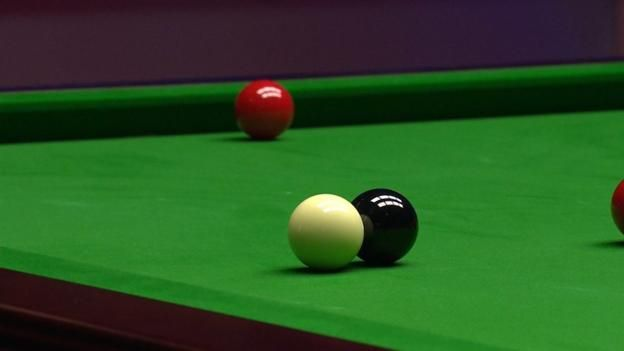 World Championship: Black-ball mystery frustrates Mark Selby http://www.bbc.co.uk/sport/snooker/39773954