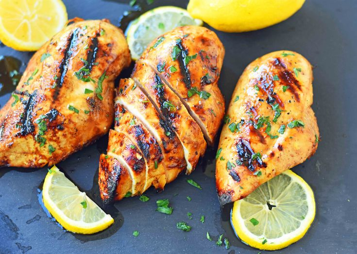 The Best Chicken Marinade Recipe makes the juiciest and flavorful grilled chicken. How to make the perfect grilled chicken. #grillingrecipes