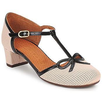 Nessun dubbio: ritroviamo in questa scarpa firmata Chie mihara tutto lo charme di cui è capace la marca. Il suo gambale in cuoio lavorato in rilievo e bianco immacolato sottolineato da fini laniere nere verniciate saprà sedurre le donne di città alla ricerca di uno stile di classe. - Colore : Beige / MARINE / VERNI - Scarpe Donna 255,00 €