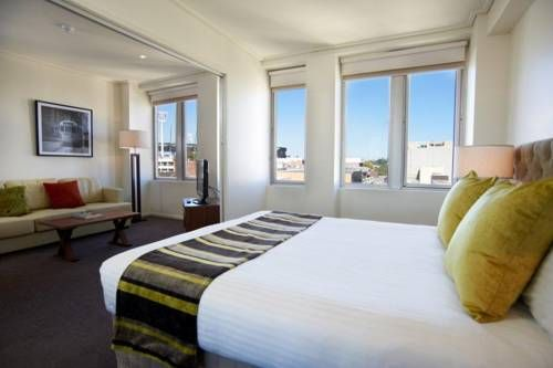 Isn't this absolutely lovely? The Quest Jolimont #Hotel in #Australia has the most comfy rooms with stunning city views. Just want you need!