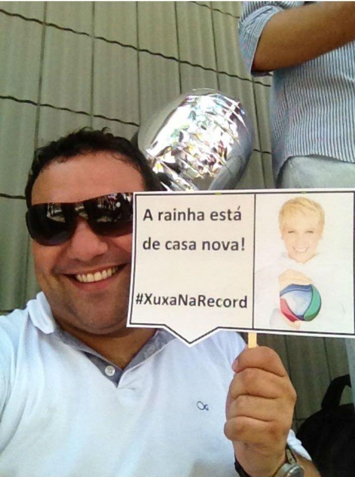 Repórter da Globo suspenso por tietar Xuxa é contratado pela Record