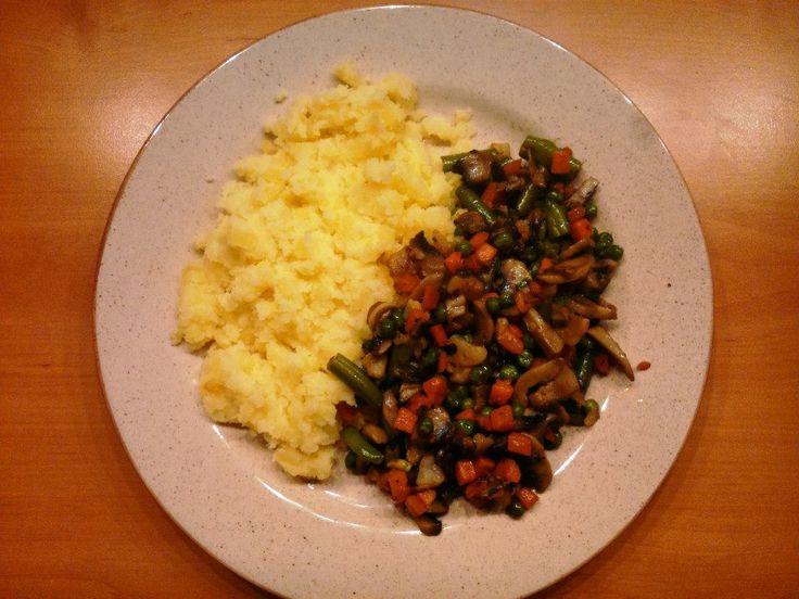 Kytičkový den - šťouchané brambory s trochou rostlinného masla Flora light + dušené žampióny se zeleninou
