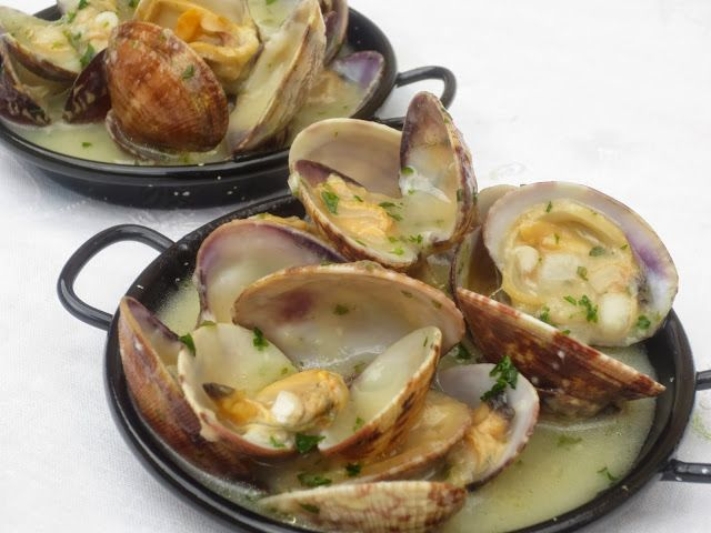 Almejas a la marinera cocina tradicional