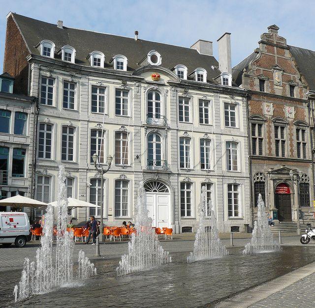 Mons (Hainaut, Wallonie, Belgique): fontaine