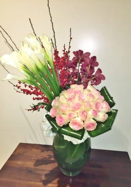 Send the CO109 bouquet of flowers from Rendezvous Flowers in Los Angeles, CA. Local fresh flower delivery directly from the florist and never in a box!