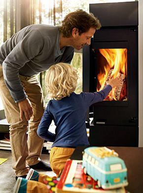 Nowoczesne kominki wolnostojące Skantherm dbają o ciepło domowego ogniska.