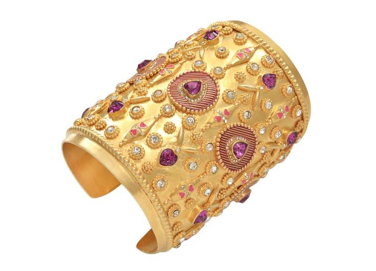 Manish Arora and Amrapali Jewels Bola gold cuff from AW 2014-15 collection. #parisfashionweek #indianjewelry See more: http://www.thejewelleryeditor.com/2014/11/amrapali-manish-arora-jewellery-autumn-winter-2014/