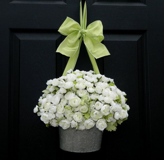 Stunning 'wreath' of white Ranunculus - what a unique idea for a front door. Designed by the uber talents of Ever Blooming Originals.