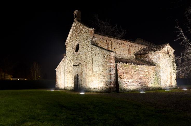 Romanic church of Santa Maria Assunta in Viguzzolo (AL) by night - Pieve romanica di Santa Maria Assunta a Viguzzolo (AL) di notte  #romanico #chiesa