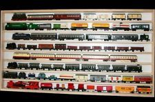Pour Chpilo et sa collection de toupies : Vitrine murale 150x58x6 cm vitres en plexiglas clair étagère armoire bois