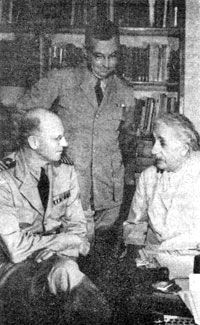 The Philadelphia Experiment ::: Albert Einstein conferring with naval officers    in his study at Princeton, New Jersey, July 24,1943. (National Archives)