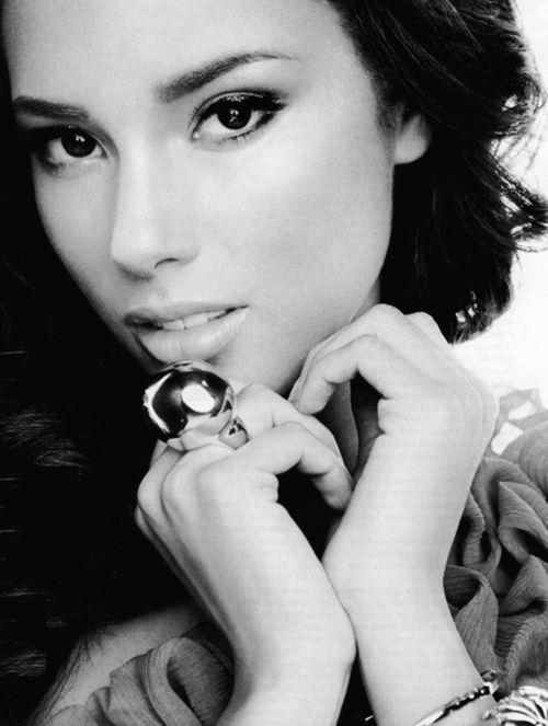 Alicia KeysFamous, Beautiful Woman, Alicia Keys, Beautiful Women, Celebrities, Keys Alicia, Beautiful People, Beautiful Face, Aliciakey