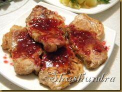 свинина в кисло-сладком соусе, эскалоп из свинины, свинина на сковороде, жаренная свинина, свиная вырезка, соус из брусники, брусничный соус к мясу