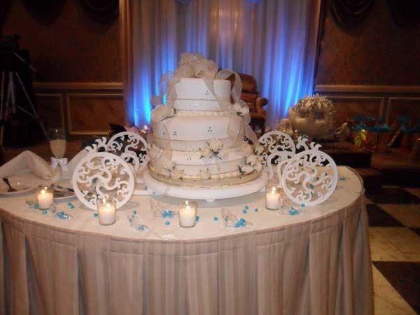 disney wedding cake stand 17 best images about wedding cakes wow on 13589