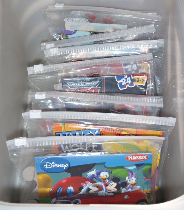 Cover vom Puzzle ausschneiden und im ziplock-Beutel aufbewahren - spart jede Menge Platz