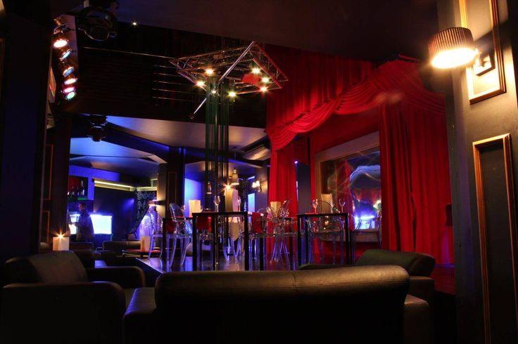 Wystrój New Orleans – klub nocny Warszawa, stylizowany jest na Zachodni styl luksusowych klubów nocnych. Klub ze striptizem powinien jak New Orleans sprawiać, by gościom było wygodnie.