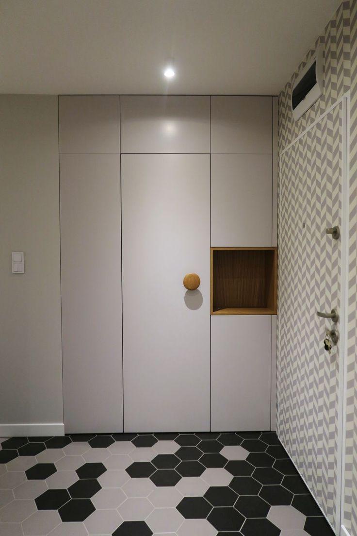 szafa lakierowana do przedpokoju lacquered wardrobe to living room #szafa #wardrobe #lakierowana #przedpokój #white #instaphoto #szafy #meble #furniture #dom #home #flat #mieszkanie #wnęka #decor #design #likeit #warsaw #warszawa