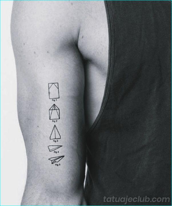 40 Disenos De Tatuajes Pequenos Para Hombres Con Significados Profund Tatuaje Pequeno Para Hombre Disenos De Tatuajes Para Hombres Tatuajes De Aviones De Papel