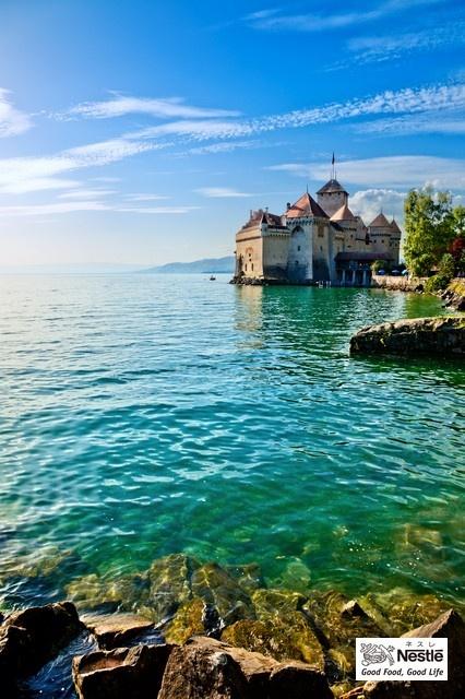 スイス、シオン城 大学の卒業旅行で行きました。懐かしい~美しい~また行きたい~