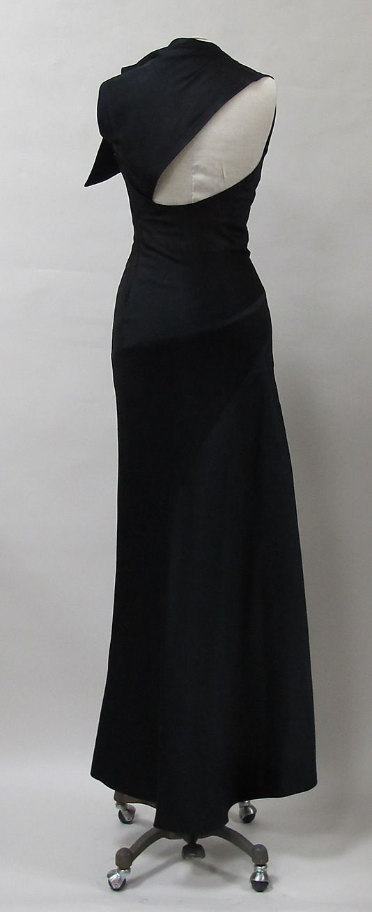 Evening dress, Charles James c 1944, possibly from an earlier design |