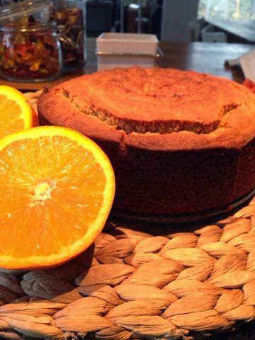 Um bolinho de laranja com uma chávena de chá de rooibos. Simplesmente delicioso. *Ingredientes* 200g de sumo de laranja  100g de manteiga v...