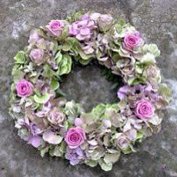 This is such a stunning combination - hydrangeas with a colour splash of violet roses