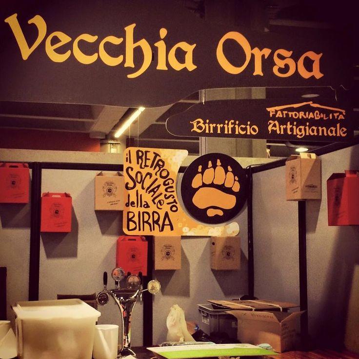 Birra Vecchia Orsa Dal 2007 mani diversamente abili, sotto la guida sapiente del Mastro Birraio, danno vita al birrificio Vecchia Orsa… e lo accompagnano in un cammino di dignità, attenzione e solidarietà.  http://www.fattoriabilita.it/