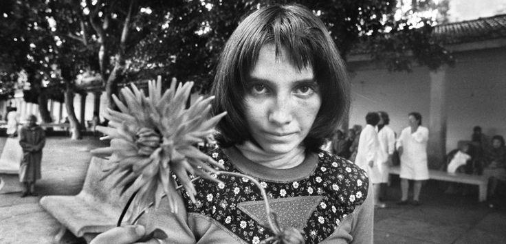Letizia Battaglia, Via Pindemonte, Ospedale Psichiatrico, Palermo, 1983. Courtesy the artist