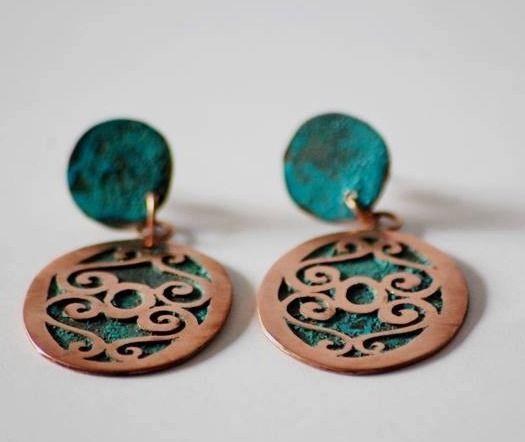 Aros de cobre calados a mano y cobre oxidado. // Mias