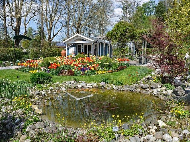 Mainau é uma ilha no Lago Constance (na costa sul de Überlingen, perto da cidade de Konstanz, Baden-Württemberg, Alemanha). Ela é mantida como uma ilha-jardim e um modelo de excelentes práticas ambientais. Os turistas vêm de toda a Europa para ver esta linda ilha dedicada à beleza natural, flores e jardinagem.