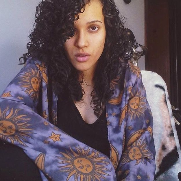 Ale Xavier @appleallee in her Cosmic Drifters grey suns and moons print witchy short fringed kimono.