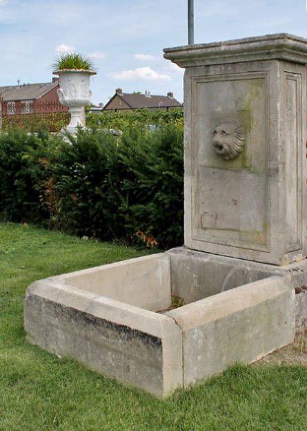 Mooie originele fonteinen t Achterhuis. Vrijstaande of muurfonteinen. Altijd een grote selectie prachtige tuin ornamenten te vinden in Udenhout in de tuinen en op de terreinen van t Achterhuis. Kom langs of kijk op onze website.